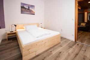 Ein Bett oder Betten in einem Zimmer der Unterkunft Apartment-Haus Gundelfinger