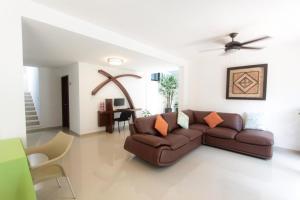 Ein Sitzbereich in der Unterkunft Hotel Los Girasoles