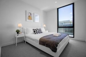 A bed or beds in a room at 61*Boutique one-bedroom*Boxhill Central*Mall