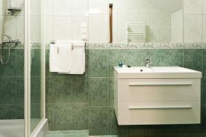 A bathroom at Hotel Podzamcze