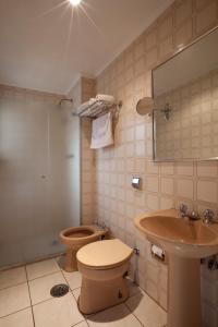 A bathroom at Hotel Moncloa