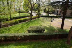 A garden outside Hôtel Garabel