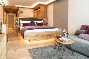 A bed or beds in a room at Laschenskyhof Hotel & Spa