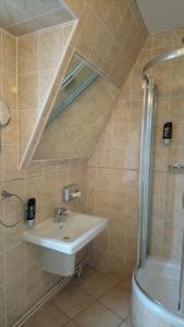 Koupelna v ubytování Enjoy Inn