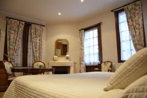 A bed or beds in a room at Le Clos Deauville Saint Gatien