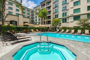 The swimming pool at or near Courtyard by Marriott Los Angeles Pasadena Old Town