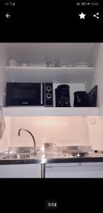 Küche/Küchenzeile in der Unterkunft Haus am See Beach App. am Kranichsee