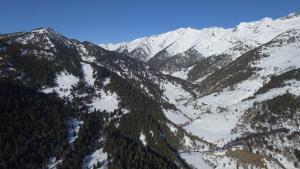 Refugi del Fornet during the winter
