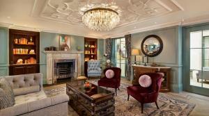 Część wypoczynkowa w obiekcie 100 Queen's Gate Hotel London, Curio Collection by Hilton