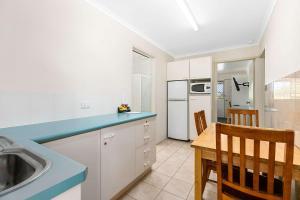 A kitchen or kitchenette at Econo Lodge Park Lane