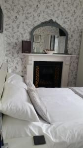A bed or beds in a room at Caer Menai