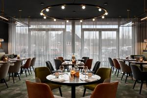 A restaurant or other place to eat at Renaissance Amsterdam Schiphol Airport Hotel