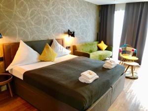 A bed or beds in a room at Niteroom Boutiquehotel & Apartements