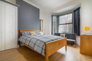A bed or beds in a room at PLATFORM Fishing Quarter Apartment 1