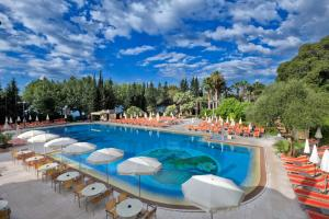 Der Swimmingpool an oder in der Nähe von Parc Hotel Gritti