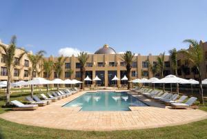 The swimming pool at or close to Sibaya Lodge