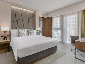 A bed or beds in a room at dusitD2 Davao