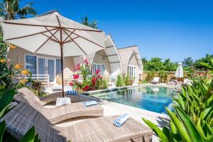 The swimming pool at or near Gili Meno Getaway