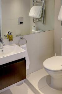 A bathroom at Best Western Chiswick Palace & Suites London
