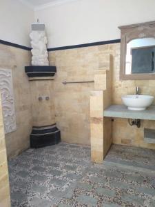 Salle de bains dans l'établissement Sanshikirana House