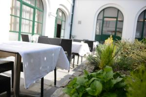 A restaurant or other place to eat at Hotel Cathedrale