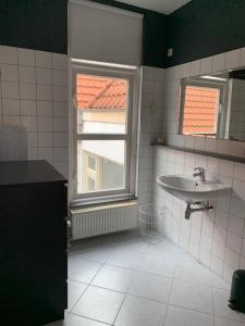 A bathroom at CharlieRose2