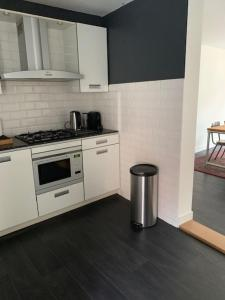 A kitchen or kitchenette at CharlieRose2