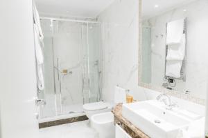A bathroom at Hotel Bristol Palace