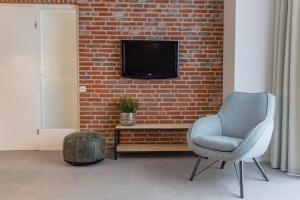 Télévision ou salle de divertissement dans l'établissement Appartementen Zeerust