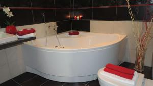 Ванная комната в Zámecký Hotel Zlatý Orel