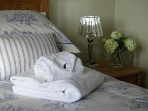 A bed or beds in a room at Lillian May BnB