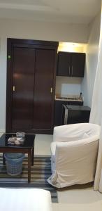 Um banheiro em Nozul Al Tout Furnished Apartments