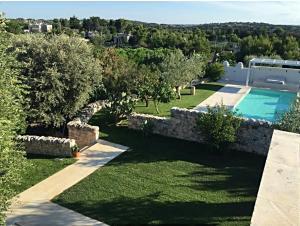 Vista sulla piscina di Oltre Le Siepi o su una piscina nei dintorni