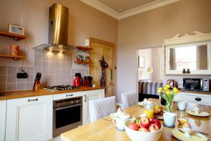 A kitchen or kitchenette at Southcot Place