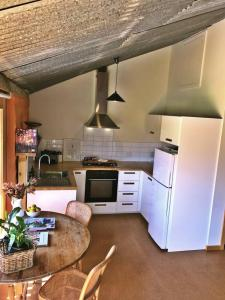 A kitchen or kitchenette at La Casetta (The Little House)