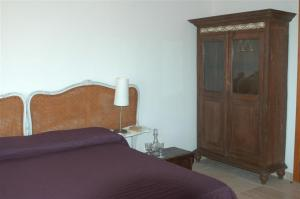 A bed or beds in a room at Relais Parco Cavalonga