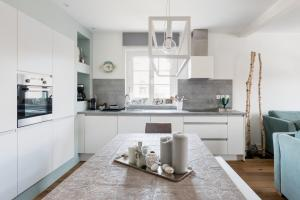 A kitchen or kitchenette at Reflets Sur La Lauch appartements