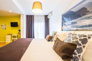 A bed or beds in a room at Casa Azul Sagres - Rooms & Apartments