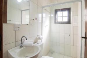 A bathroom at Pousada Recanto verde