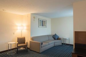 A seating area at Fairfield Inn & Suites by Marriott Cleveland Streetsboro