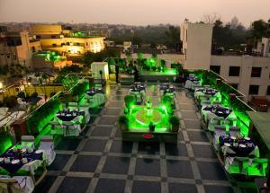 Vista de la piscina de Hotel Taj Resorts o alrededores
