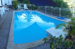 A piscina localizada em Manava Tahara'a back packers ou nos arredores