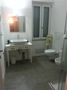 A bathroom at Guest House Abbacurrente