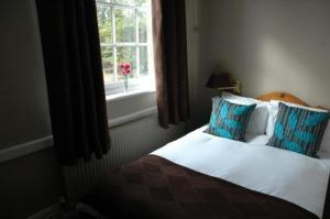 A bed or beds in a room at The White Hart Country Inn