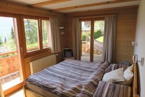 A bed or beds in a room at Mayen de l'Art d Vivre