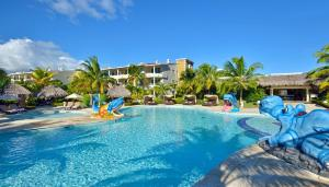 The swimming pool at or close to Paradisus Punta Cana Resort - All Inclusive