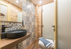 A bathroom at Athens Lights