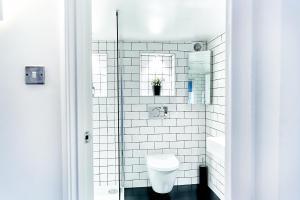 A bathroom at Central Brighton Warehouse