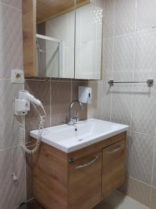 A bathroom at Alida Hotel