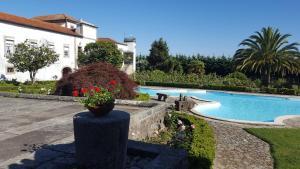 The swimming pool at or near Quinta de Santa Leocádia